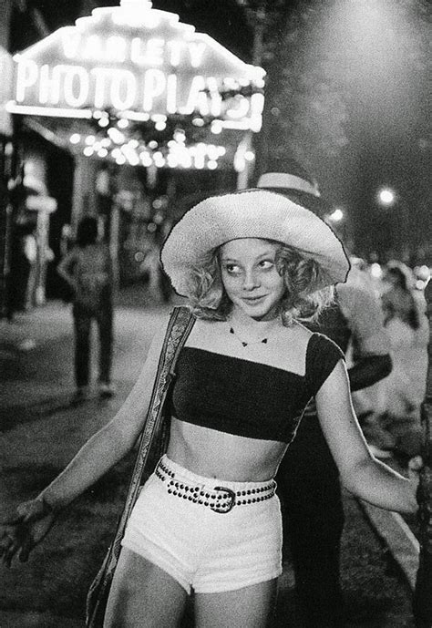 22 Vintage Photos of a Young and Beautiful Jodie Foster on