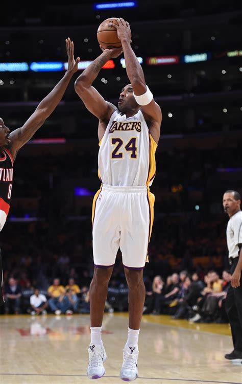 Lakers star Kobe Bryant leads NBA All-Star voting by large