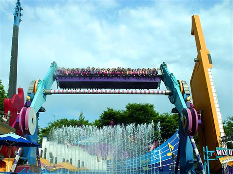 TOP SPIN® SUSPENDED | Huss Park Attractions