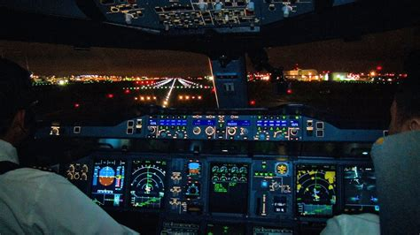 VIDEO (cockpit) Airbus A380 night takeoff from London