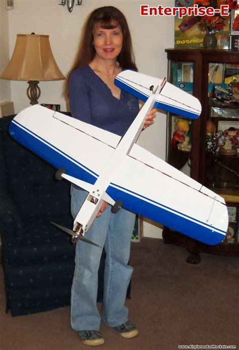 Enterprise-E Control Line Stunt Model - Airplanes and Rockets